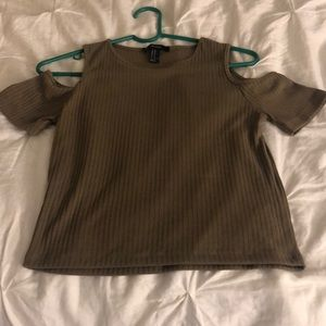 T-shirt with shoulders out